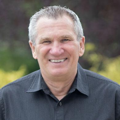 Pastor Ralf Stores